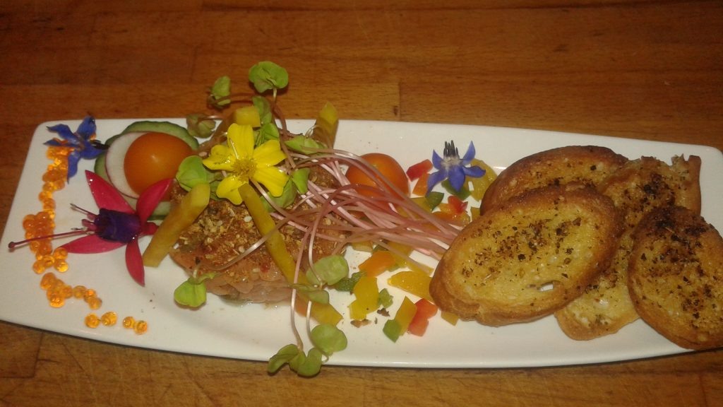 Tartare-truite-fumée-caviar-croûtons